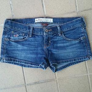 "Hollister Stretch Shorts Size 3, 29"" X 2"" Inseam"